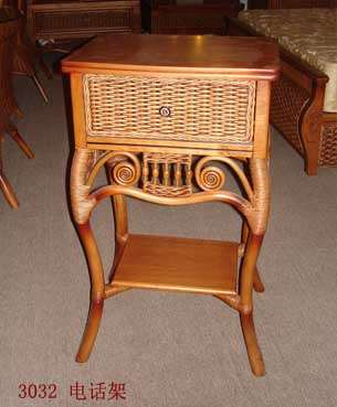Телефонный столик из ротанга