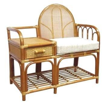 Кресло со столиком и полочкой плетеное из натурального ротанга
