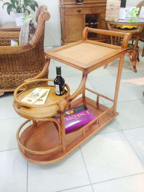Стол сервировочный из ротанга