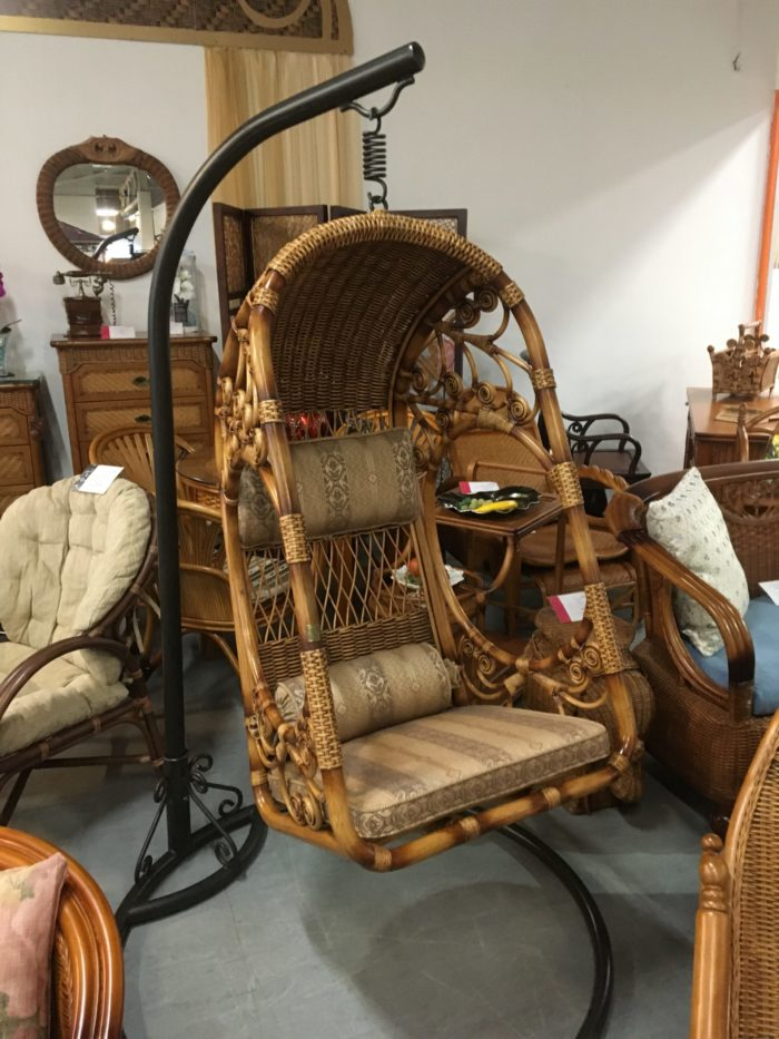Кресло подвесное из натурального ротанга